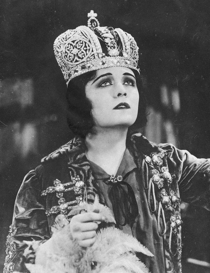 Pola Negri in Forbidden Paradise (Lubitsch, 1924)