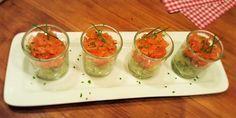 Een glaasje gerookte zalmtartaar met avocado is een feestelijk, stijlvol en makkelijk hapje en in een paar minuten gemaakt. Kleine moeite en groots effect!