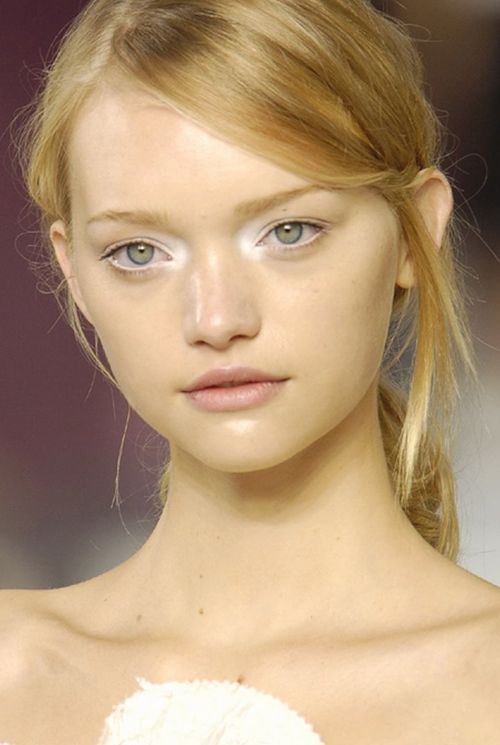 tip: white shadow in the corners of your eyes makes you look younger and more awake.