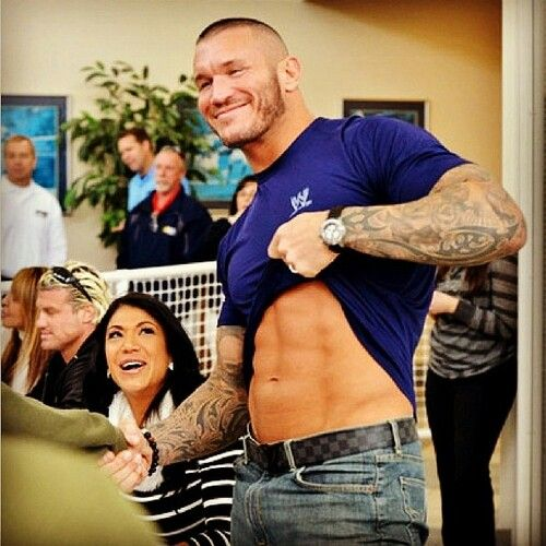Oh my goodness I wish I were that fan meeting Randy Orton! I love that smile. Every time I see This picture it makes me smile