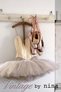 Love❤❤: Vintage Dance, Vintage Ballerinas, Points Shoes, Keep Ballerinas, Ballet Gears, Ballet Costumes, Vintage Ballet, Ballet Shoes, Toe Shoes