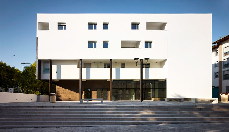 View of the frontal facade #residence #commercial #column #portic #wall #facade #light #articulation
