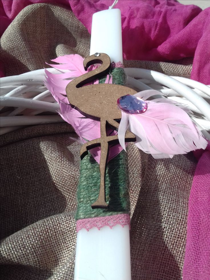Easter 2017  Flamingo Easter candle  Λαμπάδα boho chic διακοσμημένη με γιούτα, δαντέλα, ξύλινο φλαμίνγκο & φτερά... Περισσότερα σχέδια στο: www.facebook.com/handmadebyidea/