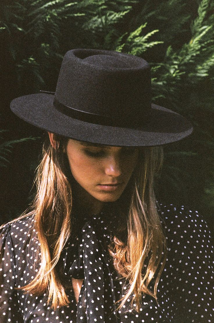 The Velveteen « lack of color boater hat