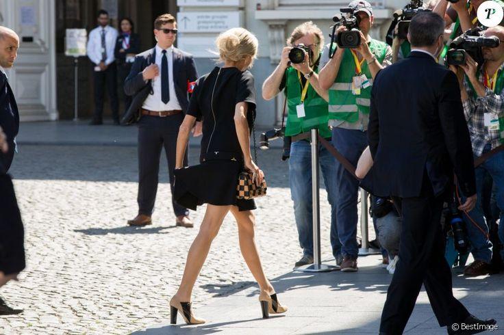 Brigitte Macron (habillée en Vuitton, chaussures Carel) - lors d'une visite du Musée Magritte à Bruxelles, Belgique, le 25 mai 2017.  Brigitte Macron arrives for a visit of the First Ladies to the Magritte Museum in Brussels, Belgium on May 25, 2017.25/05/2017 - Bruxelles