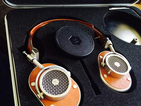 Meet Master and Dynamic's MH40, High End Headphones with Styling to Match   Sound & Vision