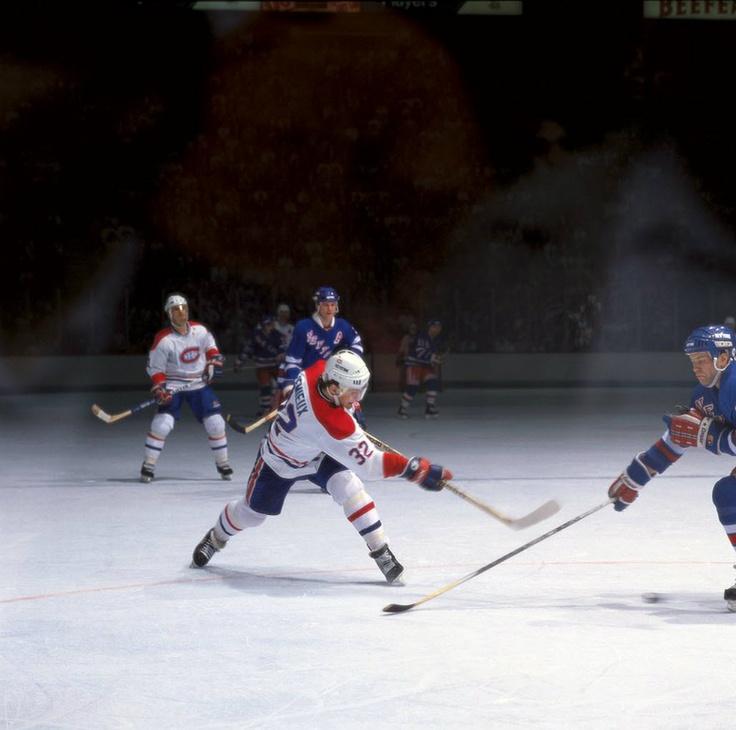 Claude Lemieux : À sa première saison complète à Montréal en 1986-1987, il a inscrit 53 points, dont 27 buts. Il a par la suite marqué respectivement 31 et 29 buts pour faire partie d'un groupe sélect de sept joueurs des Canadiens à avoir touché le fond du filet à au moins 20 reprises à leurs trois premières saisons complètes, les autres étant Maurice Richard, Bernard Geoffrion, Guy Lafleur, Jacques Lemaire, Mats Naslund et Michael Ryder.