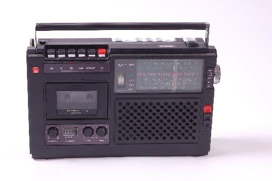 """DDR Museum - Museum: Objektdatenbank - Radio """"R4000""""    Copyright: DDR Museum, Berlin. Eine kommerzielle Nutzung des Bildes ist nicht erlaubt, but feel free to repin it!"""