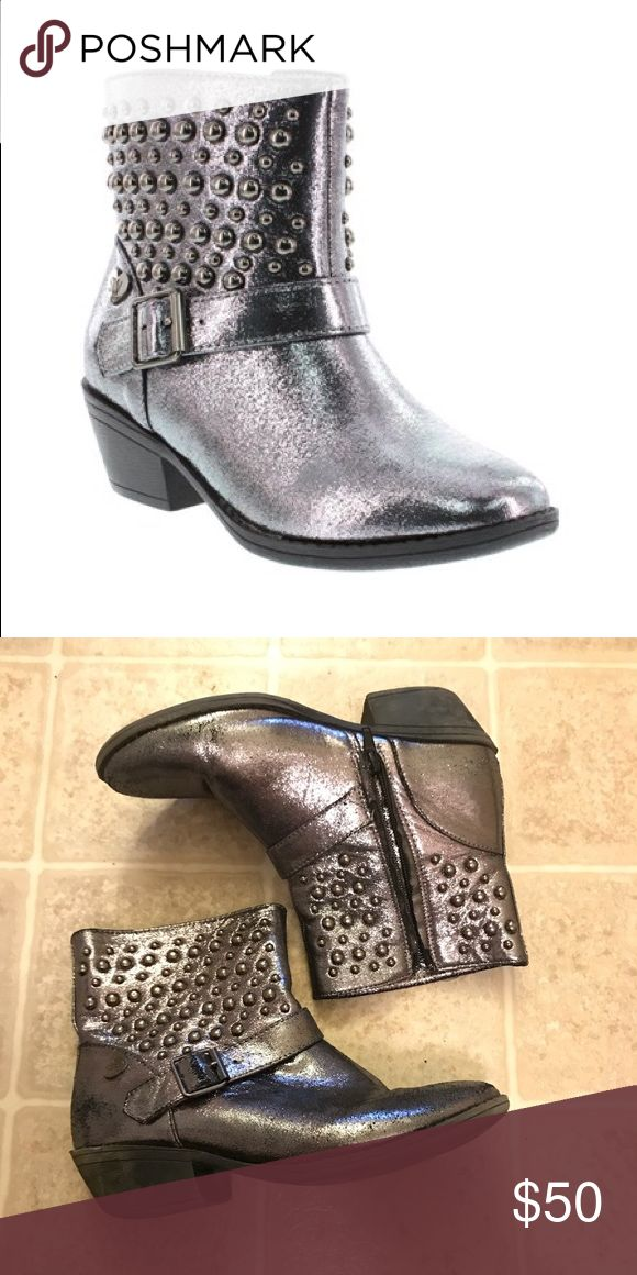 "Stuart Weitzman ""Ela-Eileen"" Silver Ankle Boots Super cute silver ankle boots! These are actually girls size 4, but they fit like a women's 7. There are normal signs of wear, but there is still a lot of life left to them. Stuart Weitzman Shoes Ankle Boots & Booties"