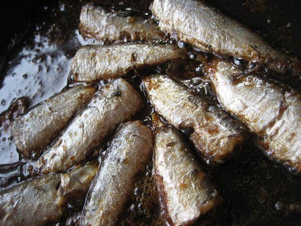 森瑤子原作の『デザートはあなたは』に登場するオイルサーディン丼は、男の人の胃袋を掴んで離さないと、通称『男殺し丼』と名付けられ、インスタで話題になっています。特別な調味料もいらないのに、簡単、早い、しかも美味しいんです!