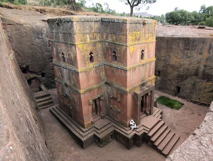 There are many wonderful Architectural wonders that can be found in several  African countries. This list is by no mean exhaustive but serves to give a  flavour of the richness of African Architecture for kids to know.