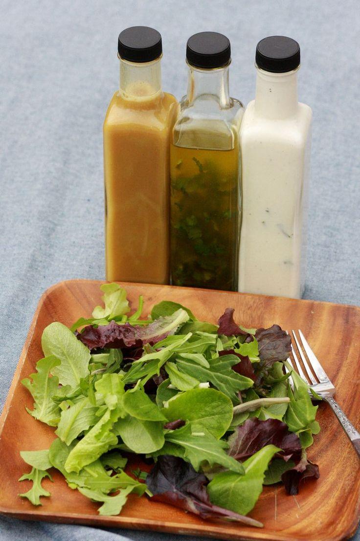 3 Aderezos de ensaladas: Ranchero hace alrededor de 4 tzs (2 veces más que en la foto) * 3/4 tz mayonesa * 3/4 tz yogur griego, * 1 cda de aceite de oliva, * 1 -2 cds de jugo de limón, * 1 tz de suero de leche, un puñado de cebollas o cebolletas verdes picadas, * 1 cda ajo picado, sal y pimienta. Mezclar todos los ingredientes y la llovizna en su ensalada favorita. Guarde en un frasco de cierre hermético u otro recipiente y mantener en el refrigerador hasta por dos semanas.