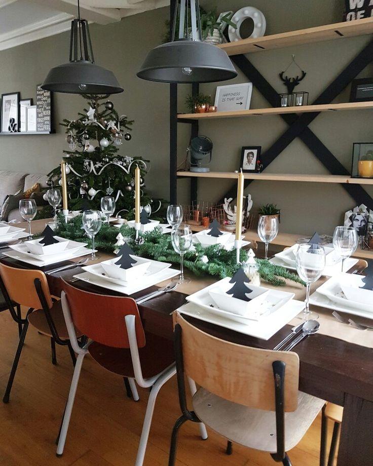 Christmas table #christmastable#christmas#holidayseason#home#interior#styling#accesories#diy#shelvingunit#industrialdesign#old#schoolchairs#schoolstoelen#