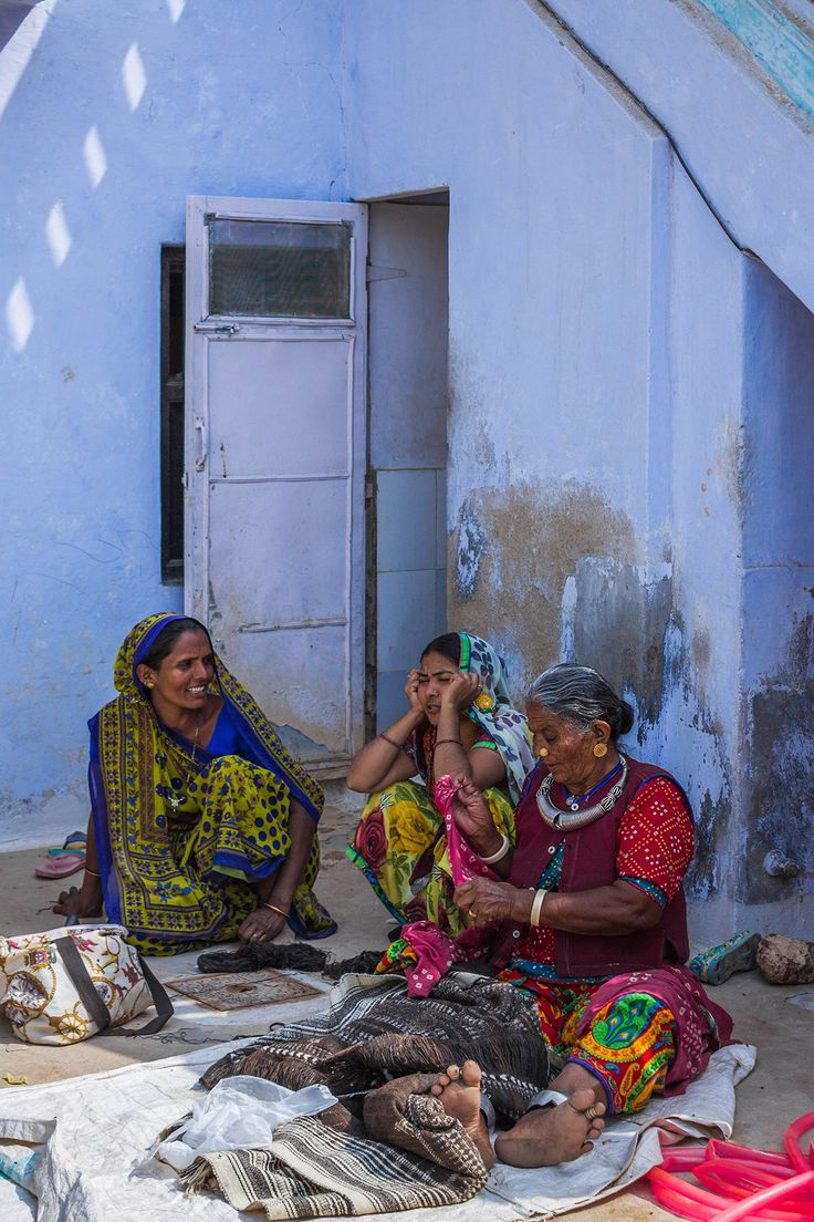 kutch, gujarat, people, india, photography, rhea gupte, FUSS, village, bhujodi, women, saris, colorful, blue house, happy