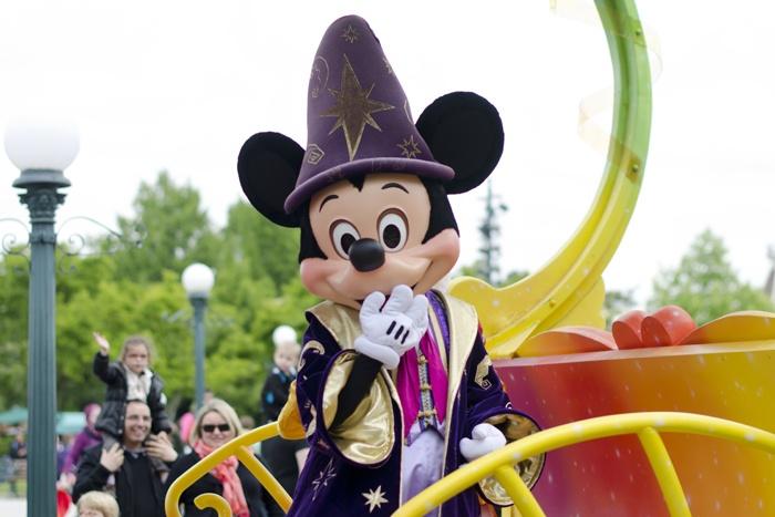 Disneyland Paris, 20 Anniversary. More on www.pursesandi.net #disney #disneyland #disneylandparis #fantasy #happy #pursesandi #minnie #paris #parigi #love #polkadots #lauracomolli #mickeymouse