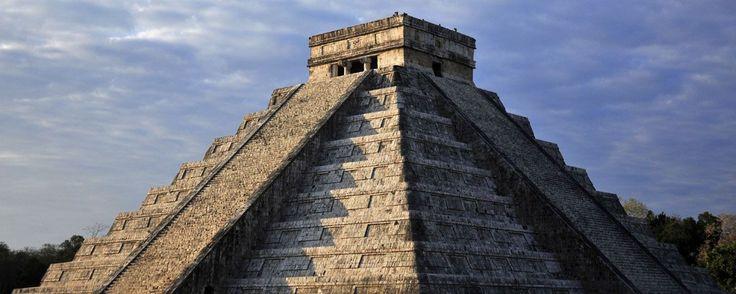 Dos hallazgos arqueológicos impresionantes de 2016. En 2016 investigadores y arqueólogos de la UNAM y el INAH realizaron dos sorprendentes hallazgos en las zonas arqueológicas de Chichén Itzá y Tlatelolco.