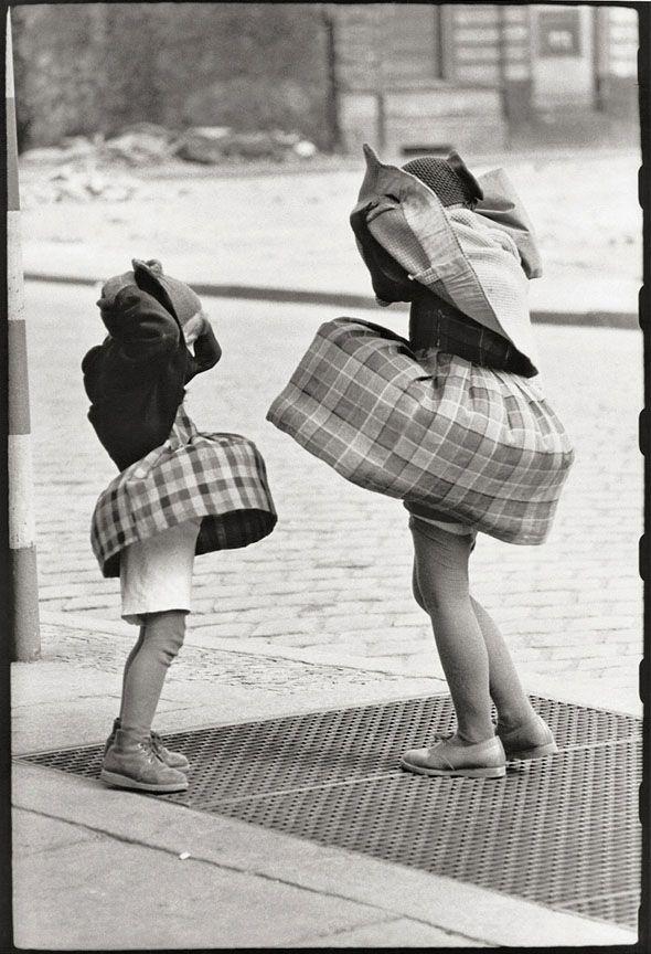 Konrad Hoffmeister, Berlin, 1958 amistad infancia inocencia friends kids diversión juegos de niños fun