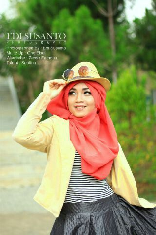 HIJAB STYLE MODEL BY SEPTINA,WADROBE BY ZENSY FAMOUS,MUA BY ONE ELLSA,PHOTO BY EDDY SUSANTO