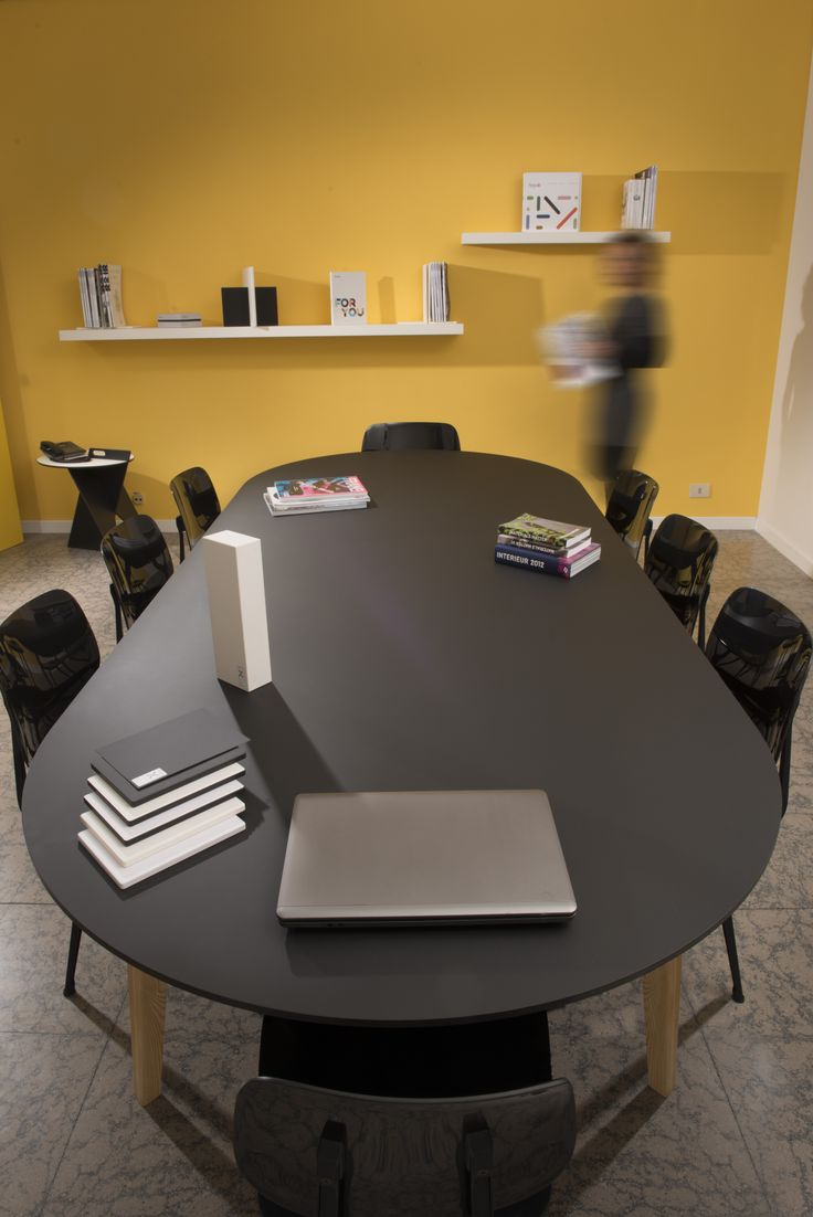 Kataba table (Peli Design) made of FENIX NTM Nero Ingo.