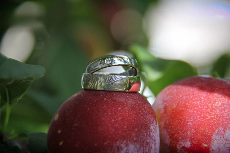 Fruits and #jewelry: a burst of freshness in your #wedding album!