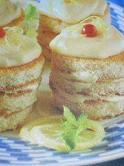 Ricetta facile e veloce: Torrette al limoncello.Preparazione: 35′ Cottura: – Esecuzione: facile Metti i tuorli in una terrina con lo zucchero ….