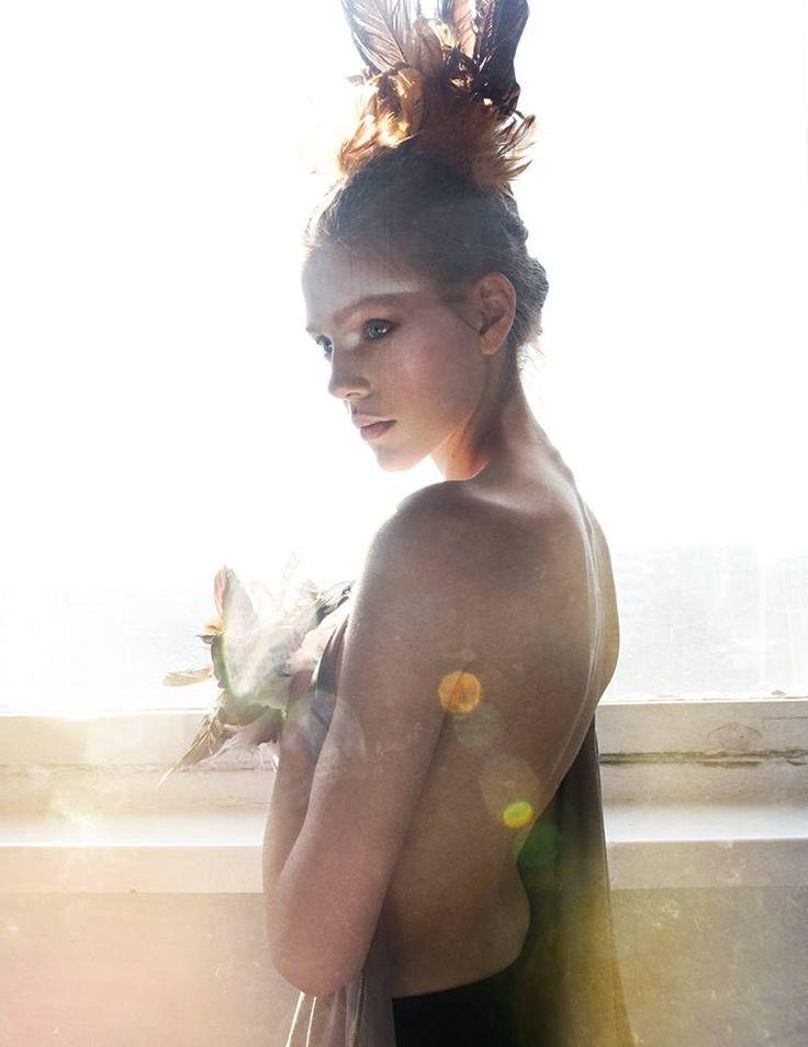 fotograf: Martyna Gumuła modelka: Amelia/ D'Vision make-up: Michał Sadowski fryzura: Anna Nerko Hair Stylist stylizacja: Róża Stawierej