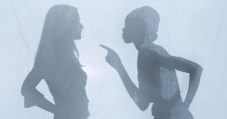 Cómo superar el final de una amistad. A veces las amistades más cercanas llegan a su fin, ya sea por una pelea épica, por las cosas hirientes que se dijeron mutuamente, o simplemente porque se distanciaron. Superar el fin de una amistad a veces puede ser peor que una ruptura con tu pareja porque se supone que los amigos son para siempre. Mantenerte ocupado y pasar tiempo con otros ...