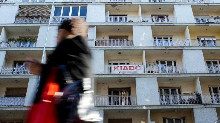 """""""Romáknak nem kiadó"""" – hónapok óta nem talál albérletet - well... http://www.nlcafe.hu/ezvan/20150311/roma-alberlet/"""