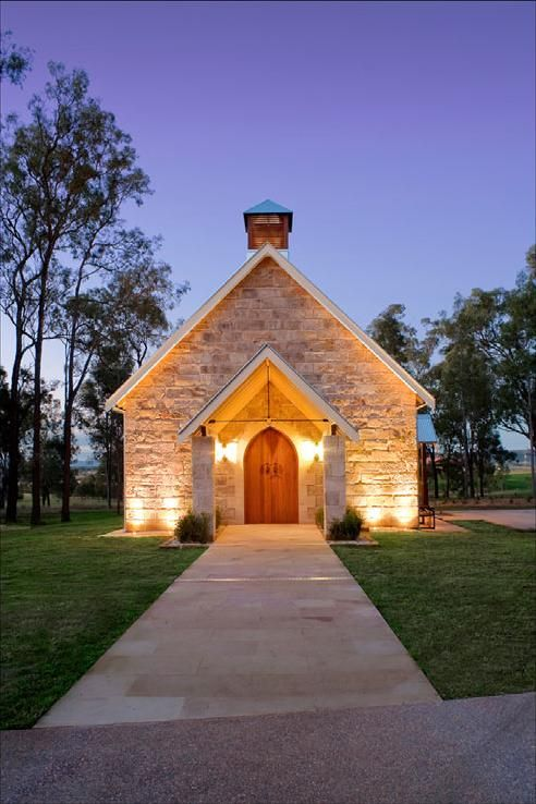 A unique alternative to a traditional chapel. Brimming with character, the Carriage House was constructed from hand hewn sandstone blocks rescued from an 1834 Hunter Valley homestead. A truly charming backdrop to your wedding ceremony