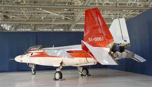 Pesawat Tempur Siluman Buatan Jepang yang Tersohor – Foto-foto terbaru pesawat tempur generasi kelima Jepang, Advanced Technology Demonstrator – X (ATD-X) telah dirilis diinternet oleh Sankei Shimbun. Prototipe pertama dari pesawat tempur siluman buatan Jepang  F-3 yang telah dipamerkan hari ini, 28 Januari.