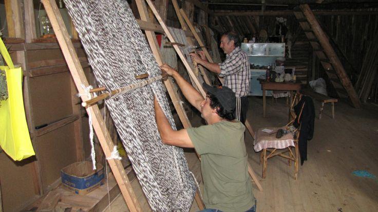 Working the looms to make wool ponchos to sell at LAs Tres Amigos in the Las Escalas Valley | from Los TresAmigos http://lostresamigosfuta.files.wordpress.com/