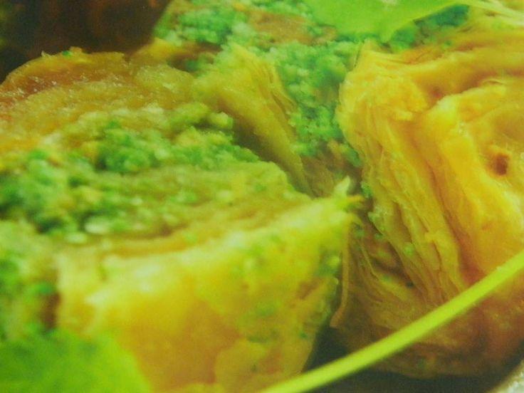 Ev baklavası tarifi, şimdi bir baklava olsa da yesek mi diyorsun :) yemekgemisi.com #baklava #tatlıtarifleri #yemekgemisi
