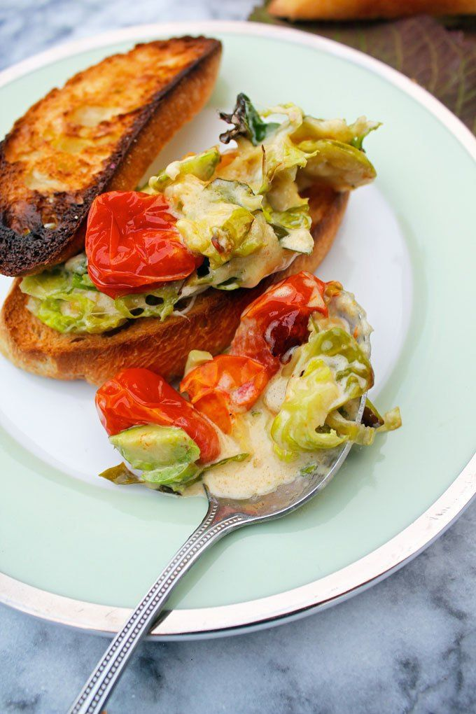 brussels sprout & tomato dip | !Deliciosa! | Pinterest