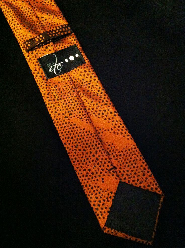 Tuto pour fabriquer une vraie cravate, explications et techniques de couture, doublure, triplure. Commandez les cravates CRÉAetc à Nantes (44).