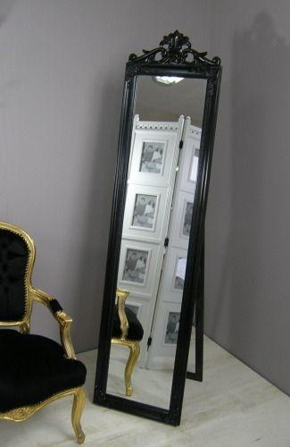 Stylowe lustro | Stylish mirror #stylowe #lustro #czarne #romantyczne #sypialnia #meble #dodatki #wystrój #wnętrza #stylish #mirror #black #romantic #bedroom #furniture #accessories #interior