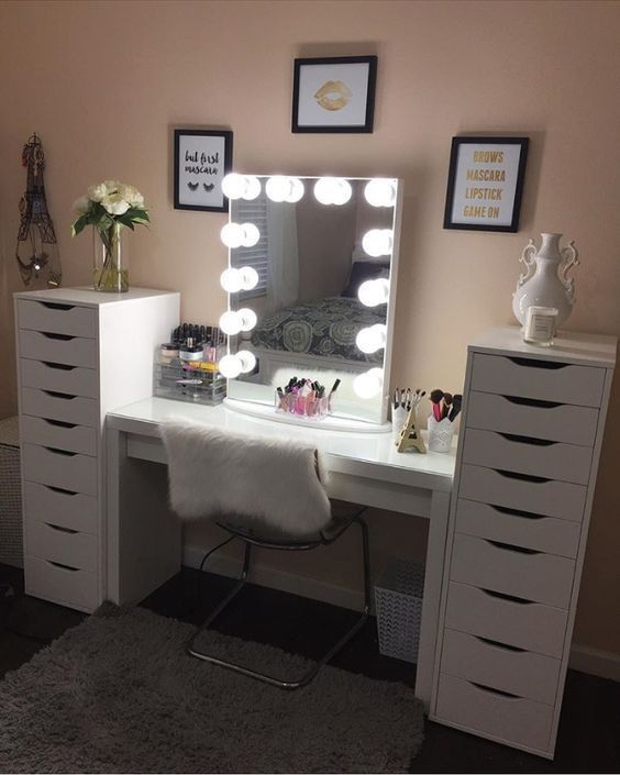 best 25 makeup tables ideas on pinterest makeup desk makeup rooms and makeup vanity desk. Black Bedroom Furniture Sets. Home Design Ideas