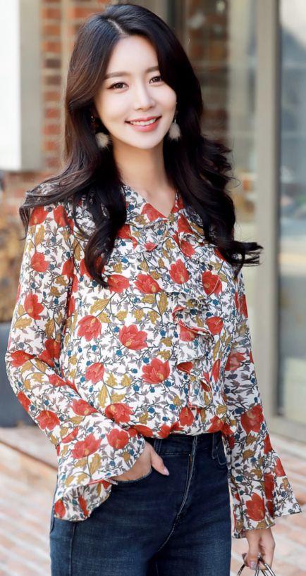 StyleOnme_Red Floral Print Bell Sleeve Ruffle Blouse #floral #elegant #blouse #ruffle #feminine #bellsleeve #koreanfashion #kstyle #kfashion #seoul #dailylook #falltrend