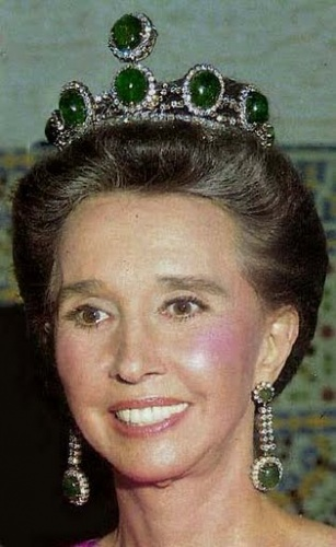 Emerald Tiara on Aline, Countess of Romanones, Doña María Aline Griffith Dexter, Grandee of Spain (born 1923[1]) is a Spanish-American aristocrat, socialite, and writer who started at the US Office of Strategic Services (OSS) as a cipher clerk during World War II.