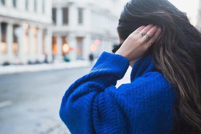 Magnificent Blue :: Blue sweater & Blue boots :: Outfit :: T O P :: Zara oversized sweater B O T T O M :: Alice + Olivia shorts S H O E S :: Stuart Weitzman  & more options: TJMaxx blue boots   Nordstrom Rack velvet blue boots   Oscar de la Renta textured blue boots B A G :: Celine A C C E S S O R I E S :: Karen Walker sunglasses   David Yurman ring PUBLISHED: January 10, 2018