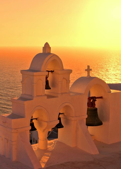 A style of Greek architecture that is still used today is the pillar. From Santorini to Sifinos Islands you can see the traces of this ancient building technique. Where would you like to visit first? #ancientgreekarchitecture