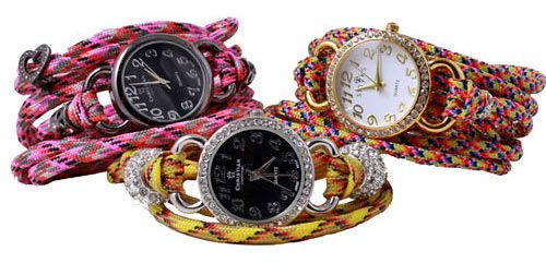 Til disse ur-armbånd er der brugt faldskærmsline omviklet 5 gange (ca. 1,5 meter) en magnetlås med 5 mm hul. For materialer se desuden armbånd med ur her