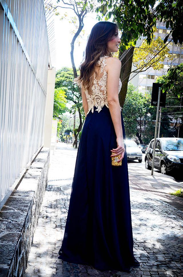 Vestido longo clássico, com renda bege e saia azul marinho - o tecido da saia faz toda diferença