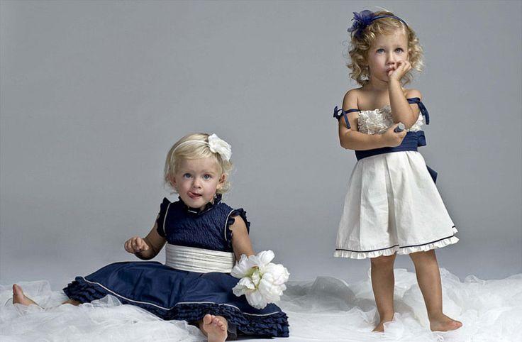 Abiti blu e bianco per le damigelle www.cinziaferri.com