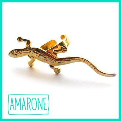 Tenemos para ti una gran colección de anillos #Amarone, como el #AnilloLagartija con baño de oro. Una joya delicada que evoca una gran fuerza para una mujer que se quiere sentir audaz.
