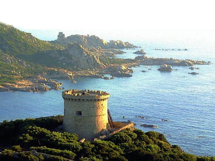 Corsica - Tours Génoises Corse ---- La tour génoise de Campomoro (Belvédère-Campomoro, Corse-du-Sud). Tour de Campomoro : (Plus grande tour de Corse et la seule bénéficiant d'une fortification en étoile). Sa construction, diligentée par Carlo Spinola à la suite d'un raid barbaresque sur la ville de Sartène, s'est achevée en 1586. La tour de Campomoro est inscrite au titre des monuments historiques depuis 1992.