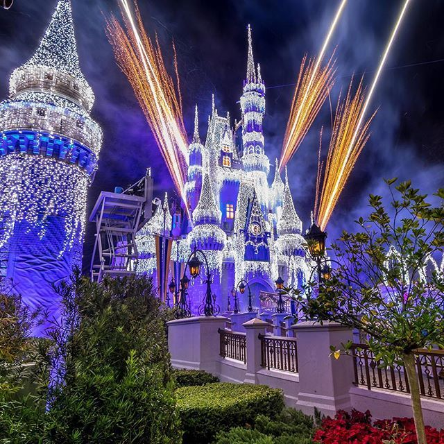 Queen Elsa ❄  lights up the castle Saturday night. True Story, After it ended it took me 10 min to get to the Hub.disneynuts