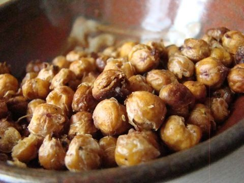 Roasted chickpeas are a healthy, low-fat snack.