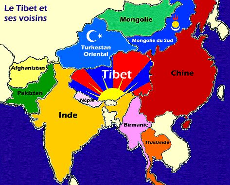 Géographie Le Tibet est situé à l'Ouest de la Chine.Il est entouré de la Mongolie du Sud, le Turkestan oriental, l'Inde, le Népal et de la Birmanie. La capitale du Tibet est Lhassa. Plus de 2.6 mil…