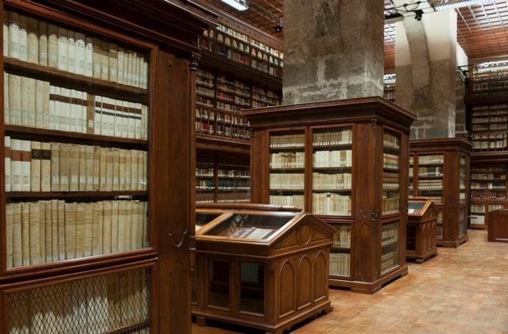 Bibliothèque de l'abbaye cistercienne de Casamari, dans la commune de Veroli, Frioul, Italie