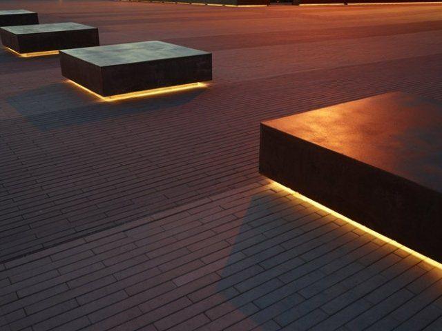 extérieur moderne: éclairage en rubans LED sous les bancs